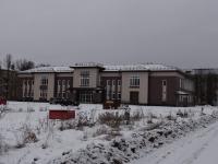 В новый Дом культуры в Боровичах завозят мебель