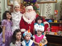 В Пестовском районе люди поддерживают многодетную семью, потерявшую маму