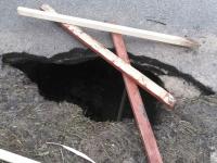 В провале около новгородской церкви Бориса и Глеба обнажились погребения