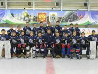 Юные новгородские хоккеисты лишились дорогой формы из-за открывшегося багажника автобуса
