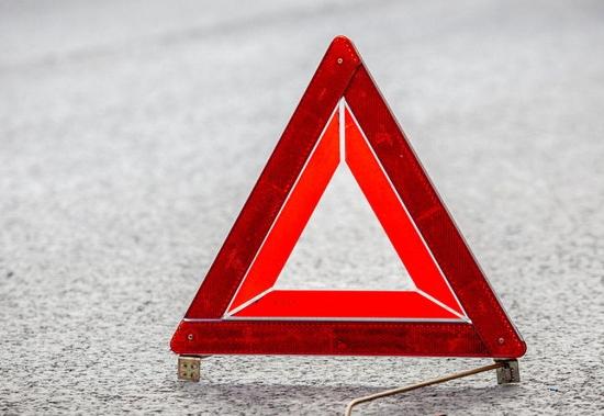 За несколько часов в Новгородской области два автомобиля попали в ДТП, а один загорелся