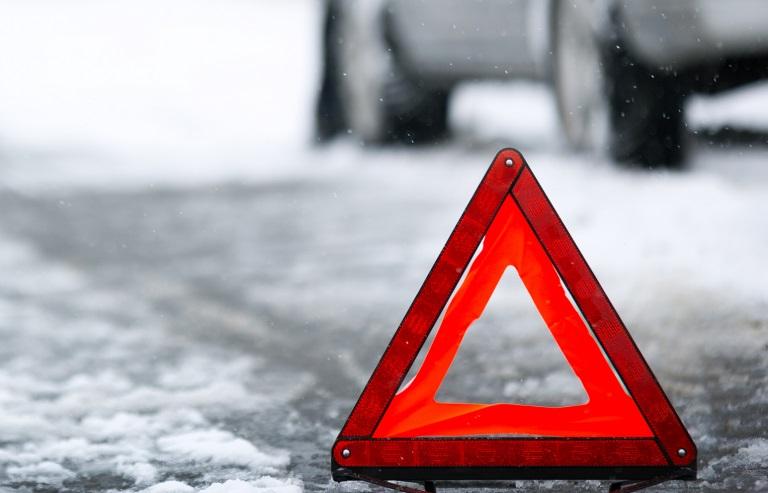 В ДТП в Пестовском районе мужчина пострадал после того, как его авто слетело в кювет