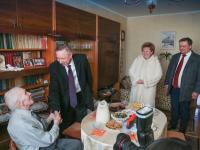90-летний новгородец принимал сегодня высоких гостей с поздравлением от президента