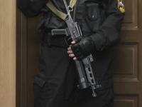 Адвокат Александра Константинова прокомментировал слухи о «маски-шоу» с автоматчиками