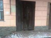 Хулиганы оставили офис новгородского «Яблока» без табличек