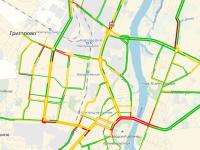 В Великом Новгороде медленная езда по нечищенным улицам не снизила число ДТП