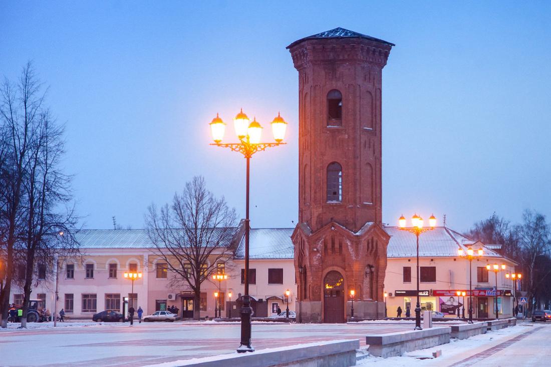 Депутат нашла «лекарство» от падения кирпича на голову с башни в Старой Руссе