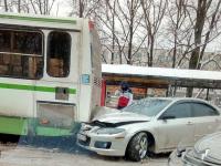 Фото: «Мазда» протаранила пассажирский автобус в Великом Новгороде