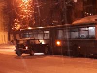 Фото: «Нива» протаранила пассажирский автобус в Великом Новгороде