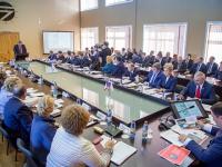 Губернатор Новгородской области попросил глав районов лично следить за повышением зарплаты бюджетникам