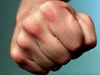 Новгородец все же попал под уголовное дело за избиение подростка