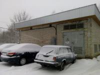 Новгородский фотофакт: две причины не парковаться у трансформаторных подстанций