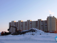 Опасную гору возле 36-й школы в новгородских «Ивушках» разбирают