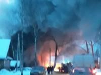 В городе Пестово с пожаром боролись несколько боевых расчетов