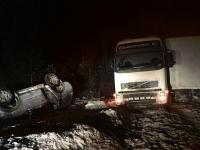 В Крестецком районе перевернулась легковушка после ДТП с грузовиком