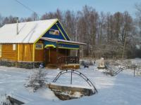 В новгородской глубинке местные жители построили необходимый магазин и всем миром благоустроили его территорию