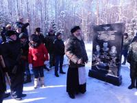 В Новгородской области при 30-градусном морозе открыли памятник экипажу пикирующего бомбардировщика