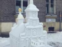 В Петербурге тоже есть снежный скульптор, удивляющий своими работами