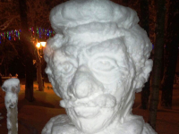 В Старой Руссе тоже появился снежный скульптор