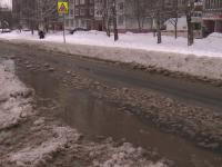 В Великом Новгороде из-за аварии на водопроводе начался потоп