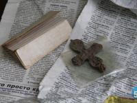 Загадочный крест советского солдата передали сегодня в старорусский музей
