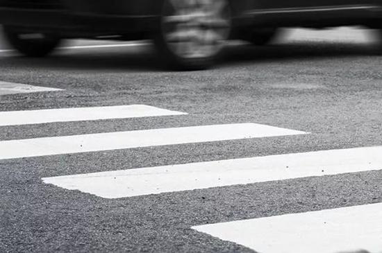 В Чудовском районе сбили девочку, переходившую дорогу по всем правилам