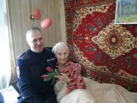 102-летняя новгородка получила поздравления от сотрудников Госавтоинспекции