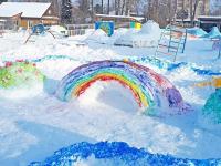Детский сад в Окуловке украсили яркие снежные фигуры