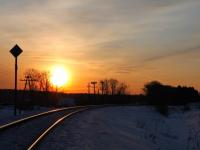 Фотофакт: солнце отражается на железной дороге в Валдае