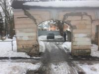 Новгородцев беспокоит аварийное состояние арки дома Рейхеля