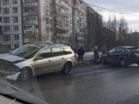 В аварии на улице Кочетова в Великом Новгороде пострадали водители
