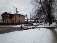 В Великом Новгороде машину таксиста эвакуировали после ДТП