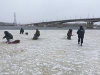 Новгородских рыбаков вчера настиг на льду рейд полиции и спасателей