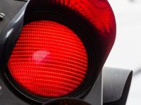 В Великом Новгороде водитель проехал на красный свет и устроил ДТП