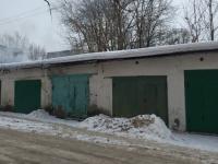 В Великом Новгороде задымились гаражи недалеко от школы