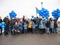 Фоторепортаж: в Великом Новгороде «зажгли синим»