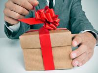 Любовь к дорогим подаркам довела сотрудницу Роспотребнадзора до домашнего ареста