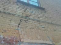 По зданию новгородского детсада 1890 года постройки идут трещины