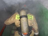 В полуночном пожаре на улице Павла Левитта огнеборцы спасли трех человек
