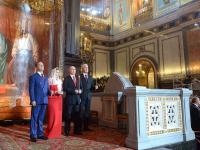 Владимир Путин подарил Патриарху яйцо из уральского нефрита