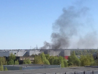 Фото: в районе новгородского гипермаркета «Магнит» поднимаются клубы чёрного дыма