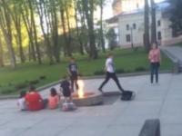 О прыжках новгородских школьников через Вечный огонь рассказал телеканал «Звезда»