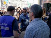 Уличный концерт БГ прошел под аккомпанемент свистков ГИБДД