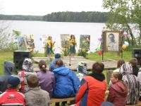 В Новгородской области встречают календарное лето окрошкой, ухой и «Радугой на ощупь»