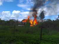 В поселке Парфино днем на глазах местных жителей сгорел дом