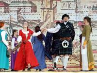 В танцах «Гельвеции» большую роль играют взаимоотношения между мужчиной и женщиной