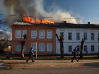 В центре Валдая сгорел дом