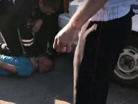 В Великом Новгороде дебошир ударил полицейского и выбил ногой стекло в автомобиле ДПС