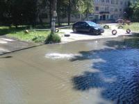 В Великом Новгороде на проспекте Мира вода заполнила дворы