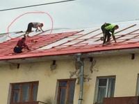 Фото: в Великом Новгороде на крышу здания вышел кровельщик, которому не хватило страховки